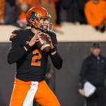 Oklahoma State quarterback throws out woefully bad first pitch