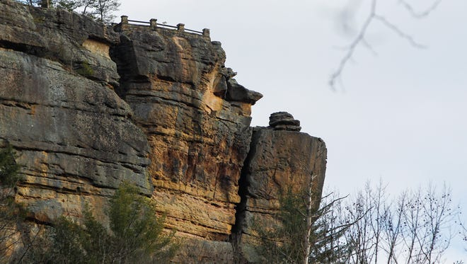 A view of the end of Chimney Top Rock trail in Red River Gorge.