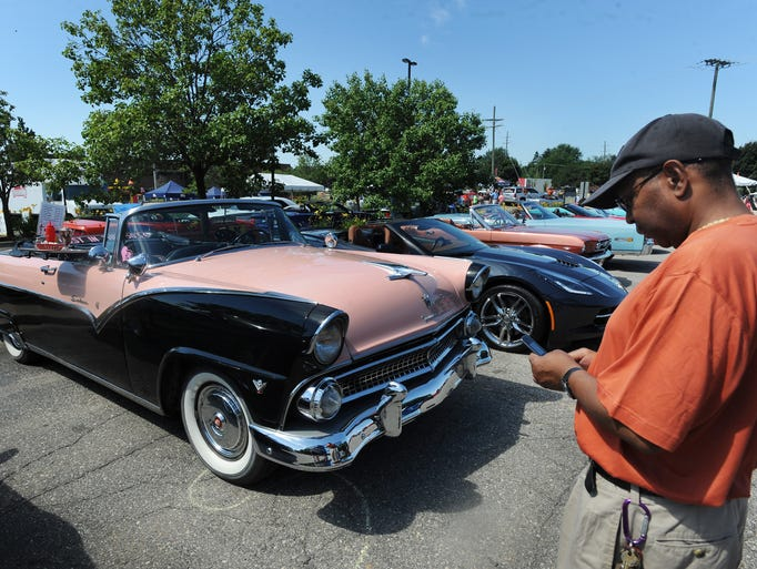 13th annual clinton township gratiot cruise revs up the for Parkway motors clinton township
