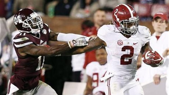 Derrick Henry and the Alabama Crimson Tide remain second in College Football Playoff poll.