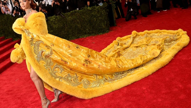 """NEW YORK, NY - MAY 04:  Rihanna attends the """"China: Through The Looking Glass"""" Costume Institute Benefit Gala at the Metropolitan Museum of Art on May 4, 2015 in New York City.  (Photo by Larry Busacca/Getty Images) ORG XMIT: 551925653 ORIG FILE ID: 472230422"""