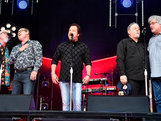 Restless Heart performs the national anthem at Nissan