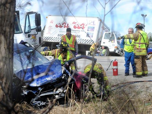 635647231525019116-FON-041515-accident-30