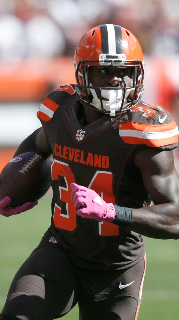 Cleveland Browns' Isaiah Crowell runs against the New