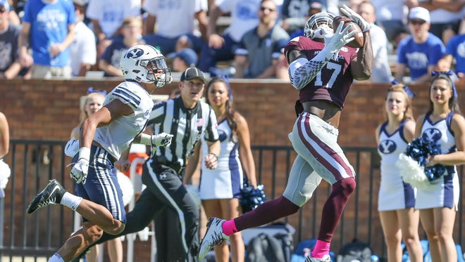 Mississippi State's Jamal Couch (17) catches a touchdown pass.