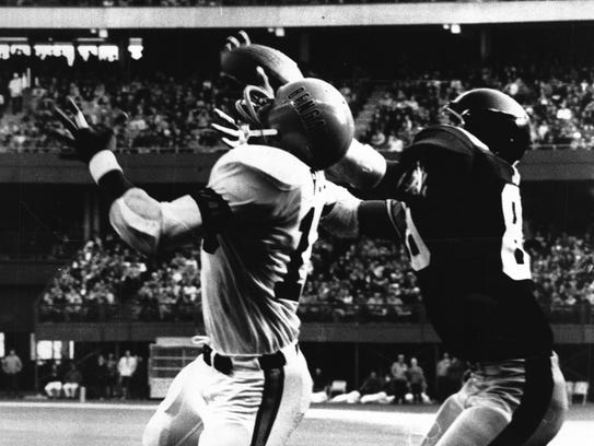 Dec. 13, 1971: Dave Smith reaches for a pass and nearly