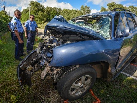 636190904786727541-Auto-Pole-Crash-02-MAIN.jpg