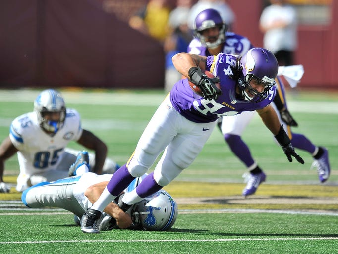 Lions quarterback Matthew Stafford tackles Vikings'