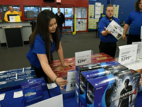 Best Buy employees Valesca Morazan, left, and Jeff