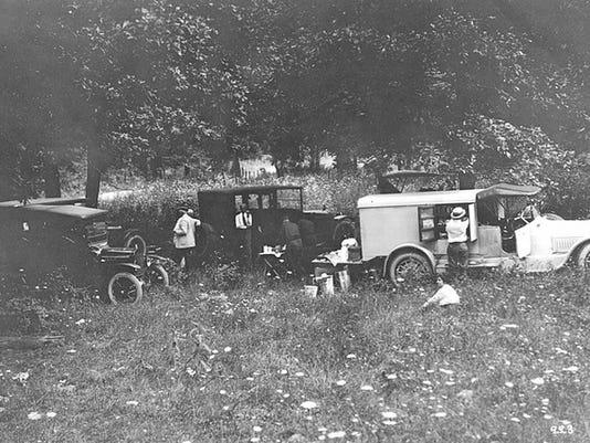 Ford camping trucks 1919.jpg