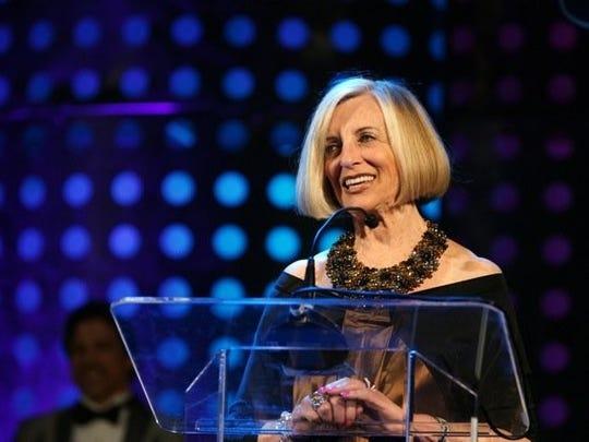 "Helene Galen receives the ""100 Women Award"" from U.S. Sen. Barbara Boxer."