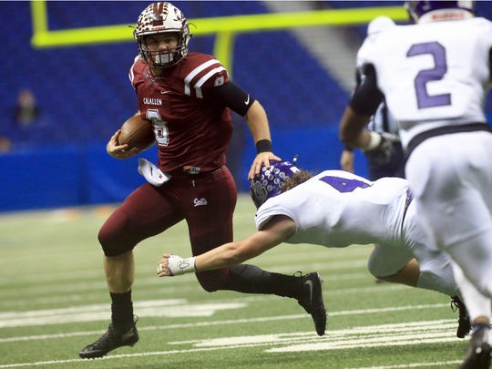 Calallen's Gaige Lamb runs past College Station players during the Class 5A Division II state semifinal Friday, Dec. 9, 2016, at the Alamodome in San Antonio.