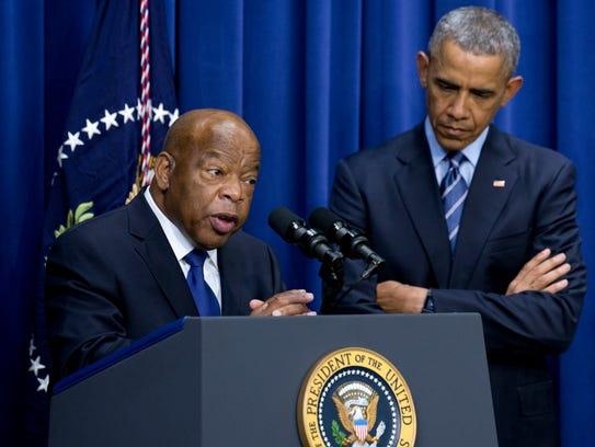El congresista John Lewis, D-Ga. junto al presidente