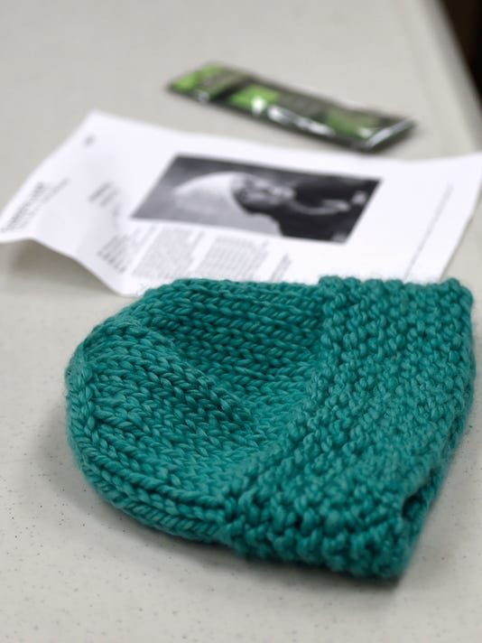 LDN-MKD-012816-knitting