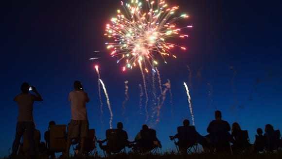 Spectators watch Sioux Falls Jaycees Fourth Of July