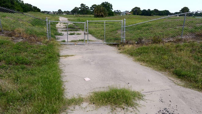 As the city of Gulf Breeze continues to move forward with an operating agreement at the struggling Tiger Point Golf Club, a group of nearby residents are in discussions with at least one party interested in buying the city-owned facility.