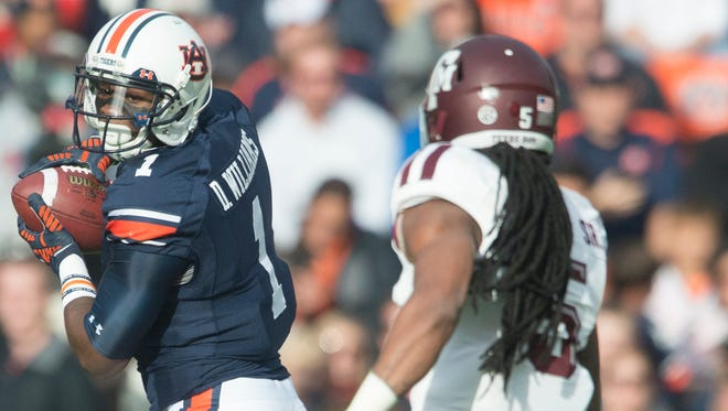 Auburn wide receiver D'haquille Williams suffered an injury to his right knee during Saturday's loss to Texas A&M.