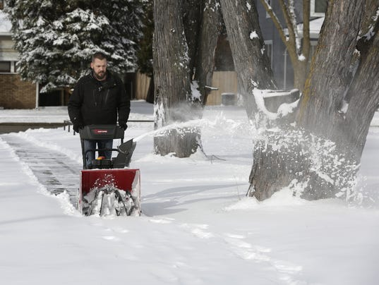 635924501865646961-OSH-Oshkosh-Snow-Clean-Up-030116-JS-01.jpg