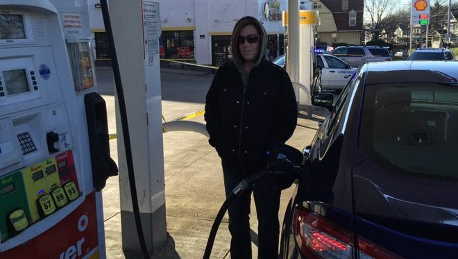 Rachel Seiter was passing through Walnut Hills Thursday morning, and her pit stop at the Shell gas station at 2330 Reading Road was intended to be a short one. Only gas and grabbing coffee were on the agenda, she said.