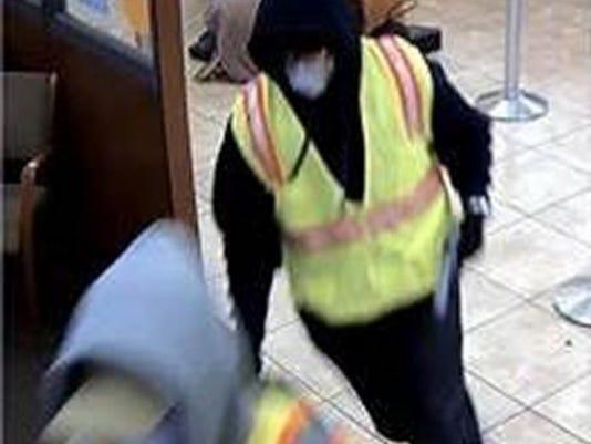 635870850997391357-bank-robbers-2.jpg