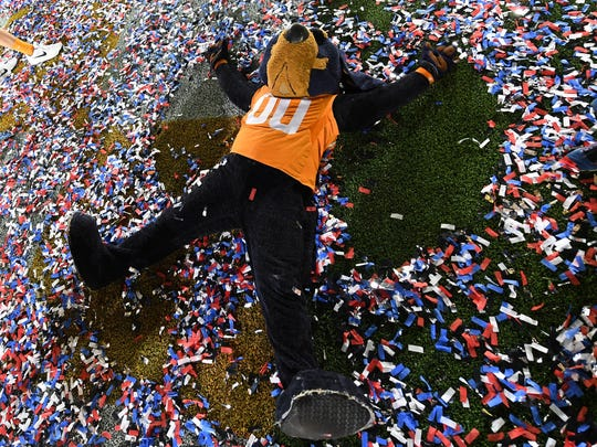 Tennessee Volunteers mascot Smokey celebrates after