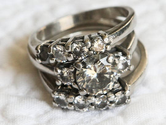 One of the favorite items of Jole Burghy are her wedding