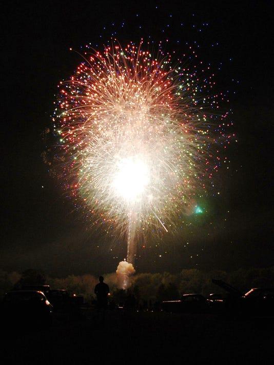 636334710324802610-Pataskala-fireworks-1.jpg
