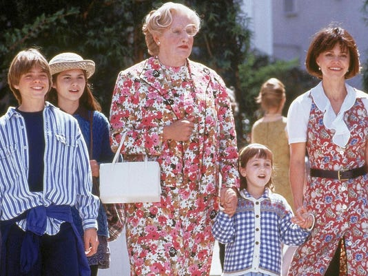 636252683450323482-1.-Matthew-Lawrence-Lisa-Jakub-Robin-Williams-Mara-Wilson-and-Sally-Field-in-Mrs.-Doubtfire---Twentieth-Century-Fox.jpg
