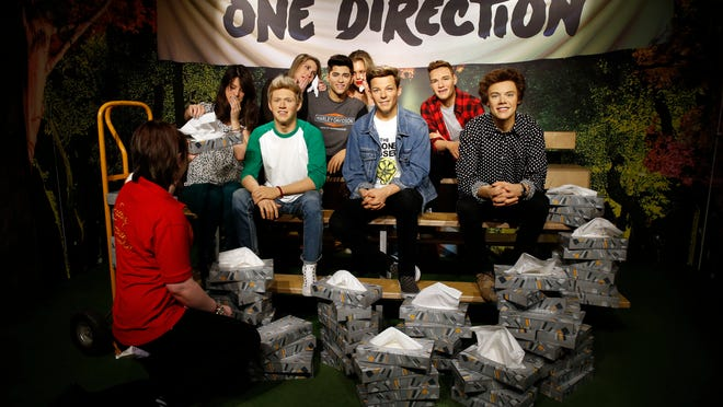 LONDON, UNITED KINGDOM - MARCH 31: A Madame Tussauds tissue attendant hands One Direction fan Tansay Ratcliffe-James a tissue following the news of the departure of Zayn Malik from One Direction on March 31, 2015 in London, England. (Photo by Alex Huckle/Getty Images) ORG XMIT: 545621773 ORIG FILE ID: 468191674