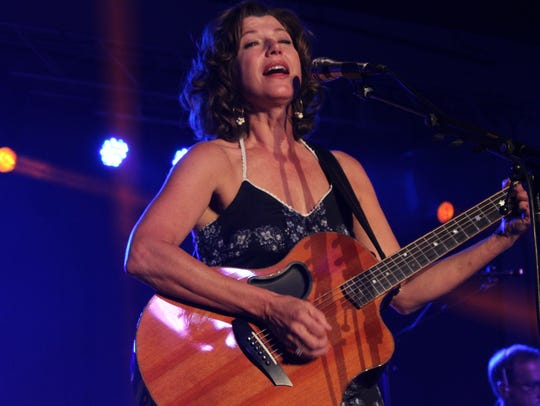 Amy Grant's guitar playing impressive Thursday night's