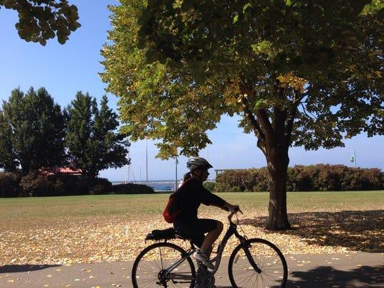 -Bikepath100214.jpg_20141002.jpg