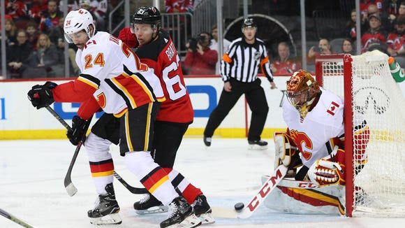 Calgary Flames goaltender David Rittich (33) makes 657ec9eb0