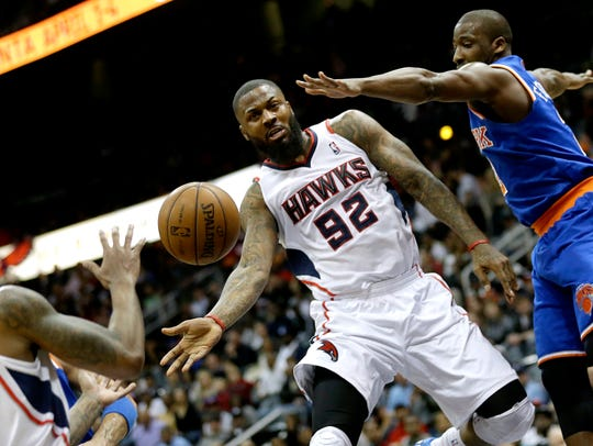 Atlanta Hawks' DeShawn Stevenson, center, passes the