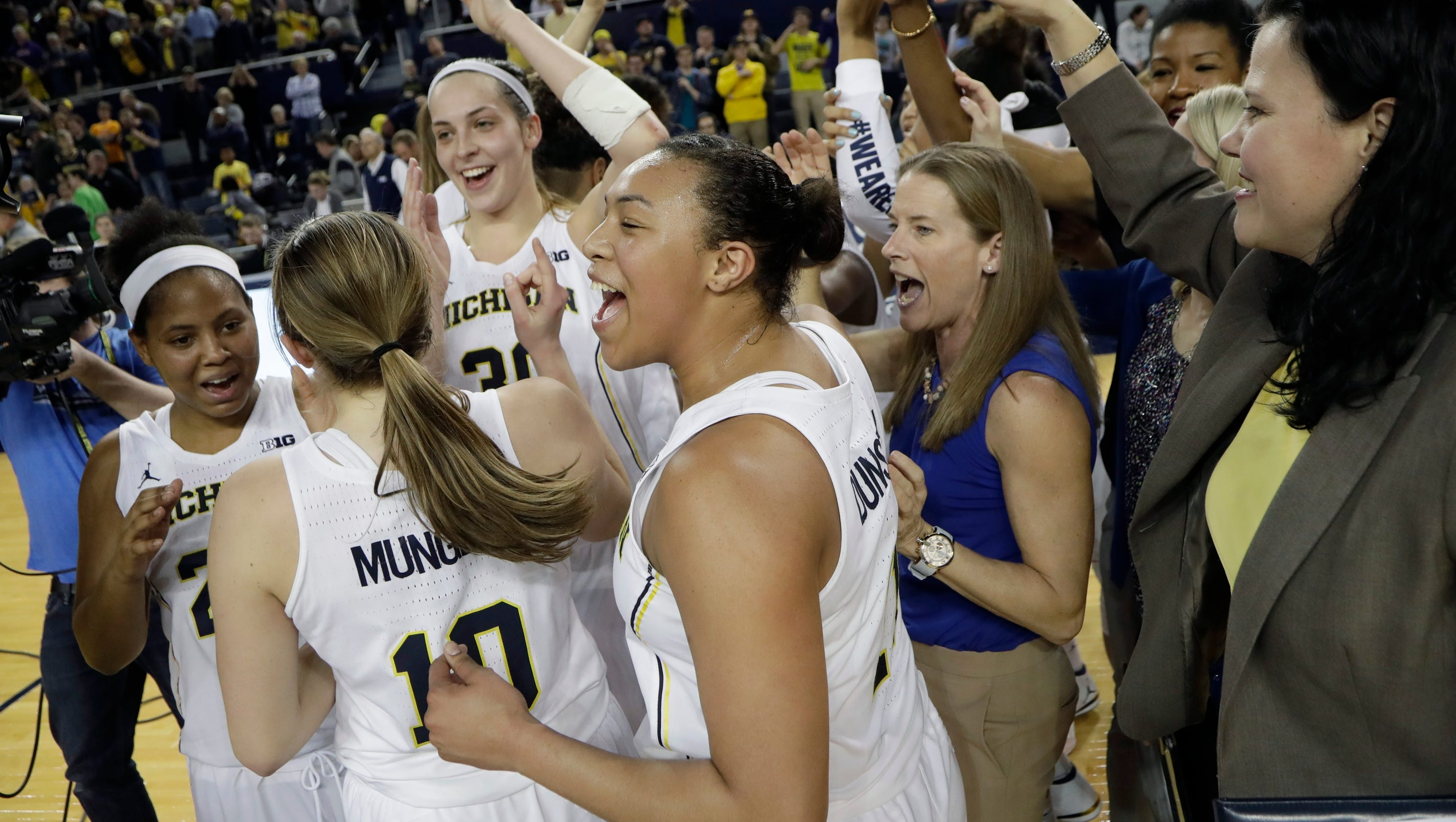 636264222460738754-ap-wnit-villanova-michigan-b-10-