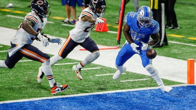 Detroit Lions running back D'Andre Swift drops a touchdown pass with 6 seconds left in the fourth quarter against the Chicago Bears on Sept. 13, 2020.