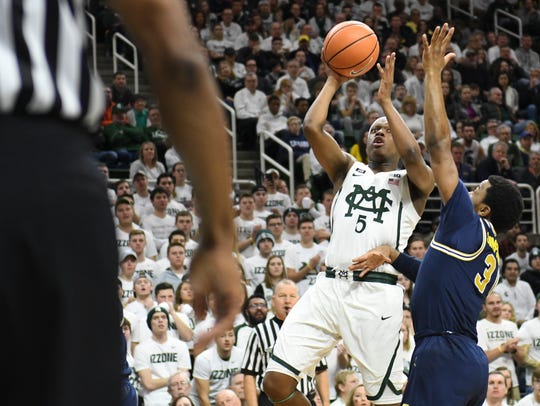 Michigan's Zavier Simpson, right, frustrated MSU's Cassius Winston, left, and took him out his game during the first meeting last year at Breslin Center.