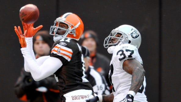 Cleveland Browns wide receiver Mohamed Massaquoi catches