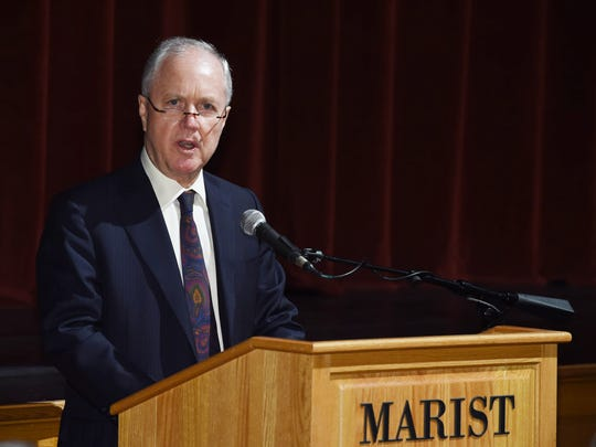 Dennis Murray introduces David Yellen during a welcoming event at Marist College in February 2016.
