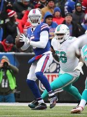 Bills quarterback Tyrod Taylor steps up as he is pressured