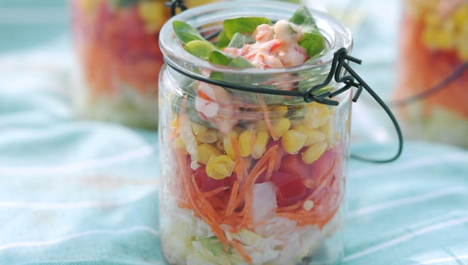 Crunchy Mason jar salad with corn and basil