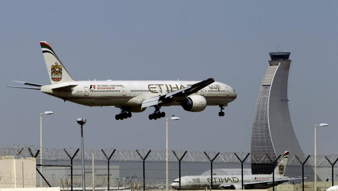 An Etihad Airways plane prepares to land at the Abu Dhabi airport in the United Arab Emirates on May 4, 2014.