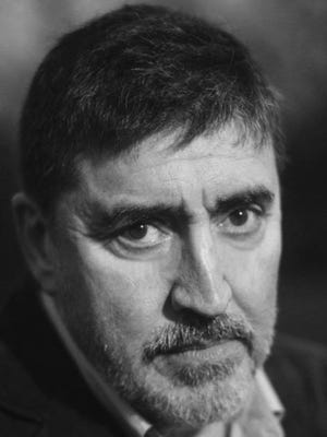 """Film, TV and Tony Award-nominated stage actor Alfred Molina will be the guest of honor Sunday at a virtual """"Summer Starlight"""" fundraiser for Cape Rep Theatre in Brewster."""
