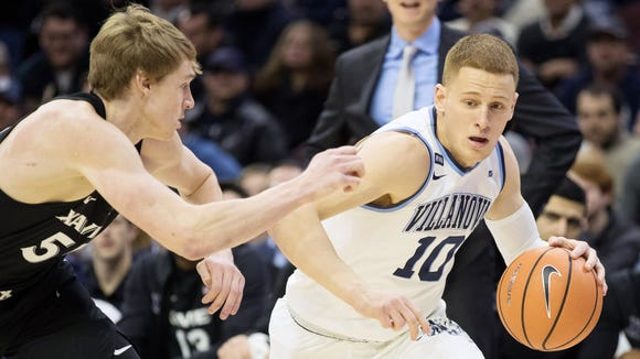 Villanova Wildcats guard Donte DiVincenzo (10) dribbles