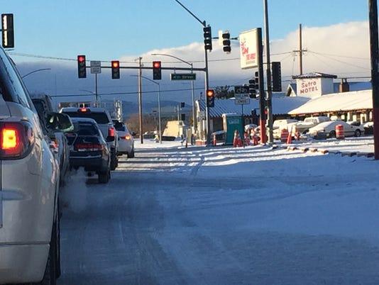 636555886517948546-Snowy-roads-with-cars.JPG
