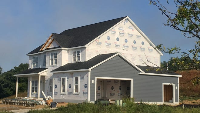 Home construction in metro Milwaukee in 2017 has lagged last year's pace.