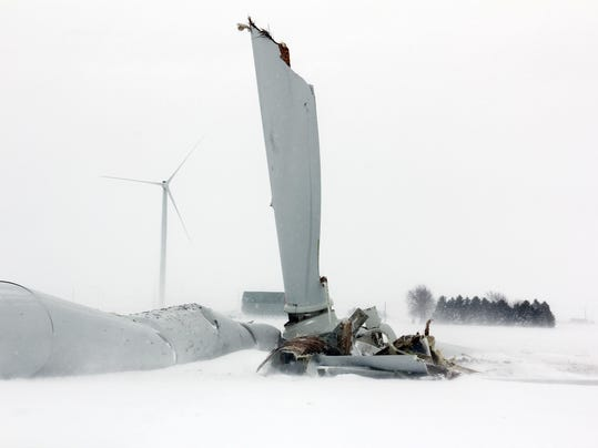 AP WIND TURBINE BROKEN04 jpg