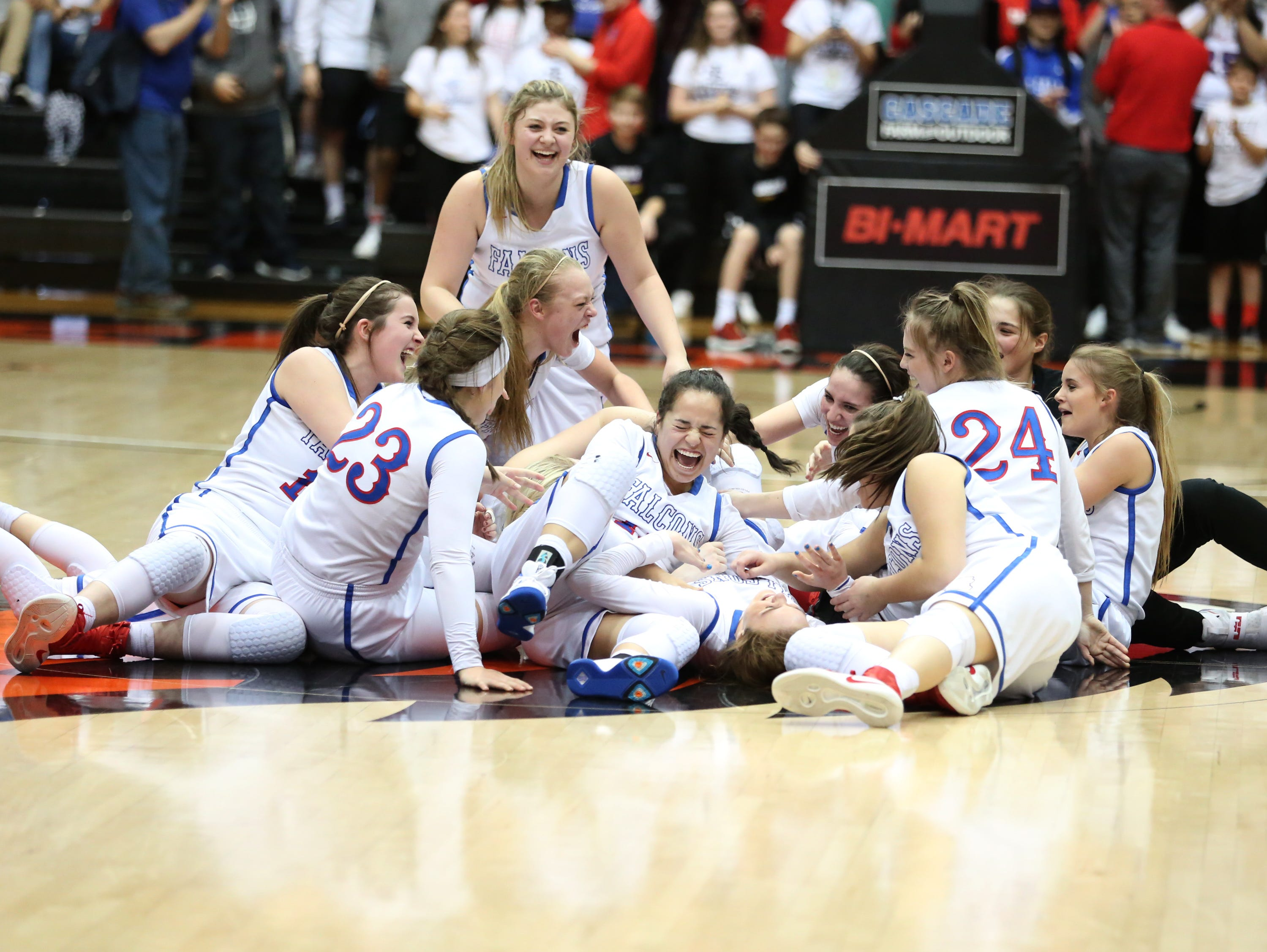 La Salle players celebrate their 42-28 victory over Silverton in the OSAA Class 5A state championship on Friday, March 10, 2017, at Gill Coliseum in Corvallis.