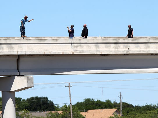 San Angelo police officers negotiate with a man threatening