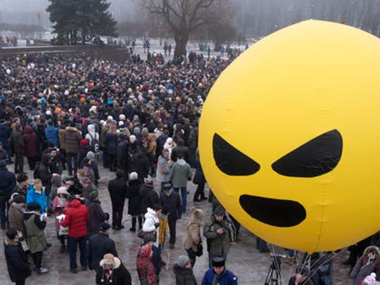 Protesters against the transfer of St. Isaac's Cathedral