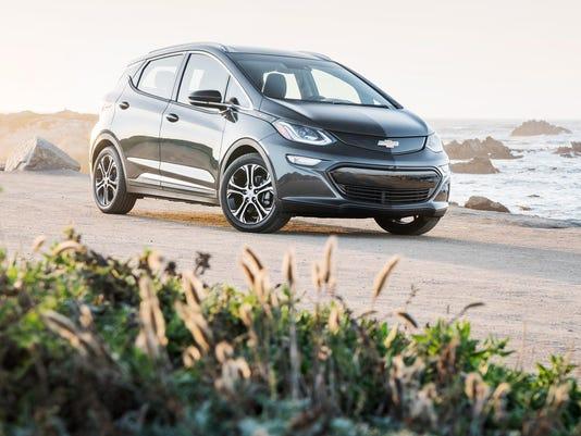2017-Chevrolet-BoltEV-031